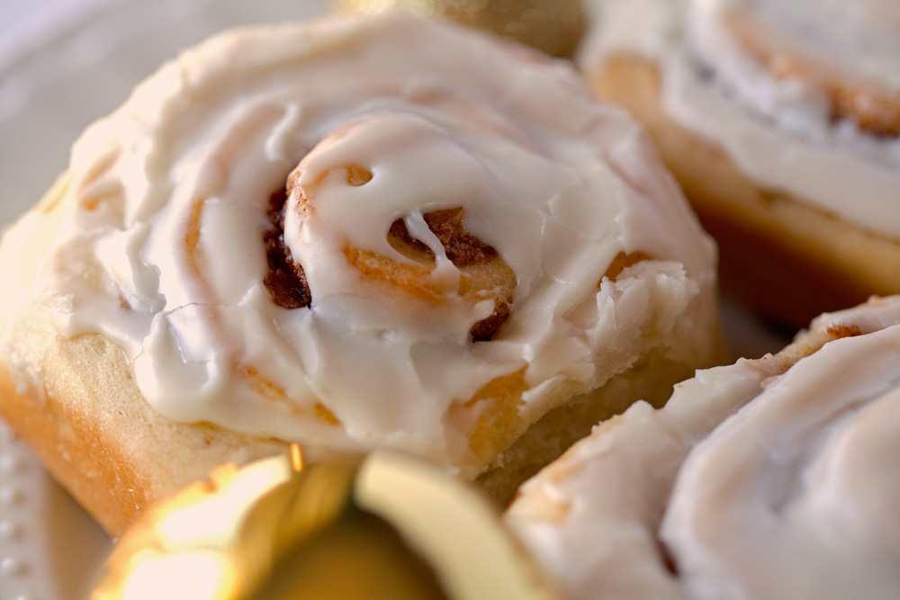 The best Cinnamon Rolls ever by Deliciously Yum!