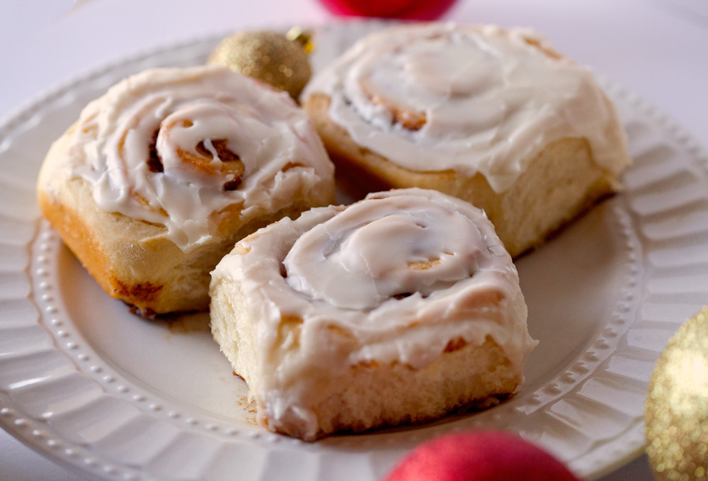 Cinnamon Rolls with Easy Icing!