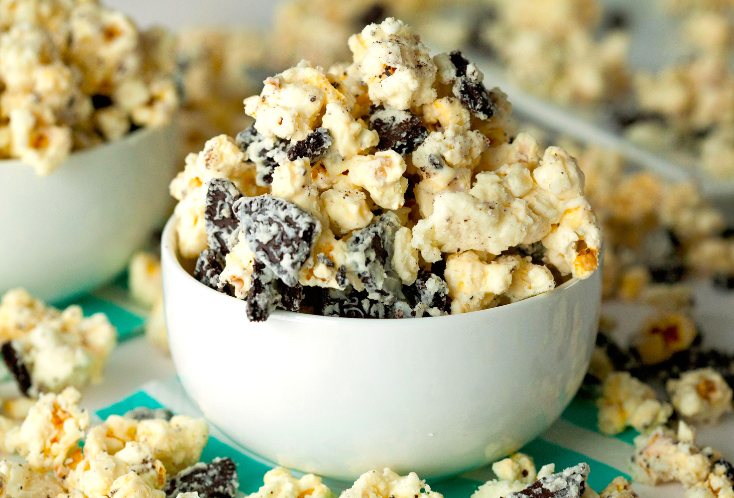 Cookies and Cream Popcorn via Deliciously Yum!