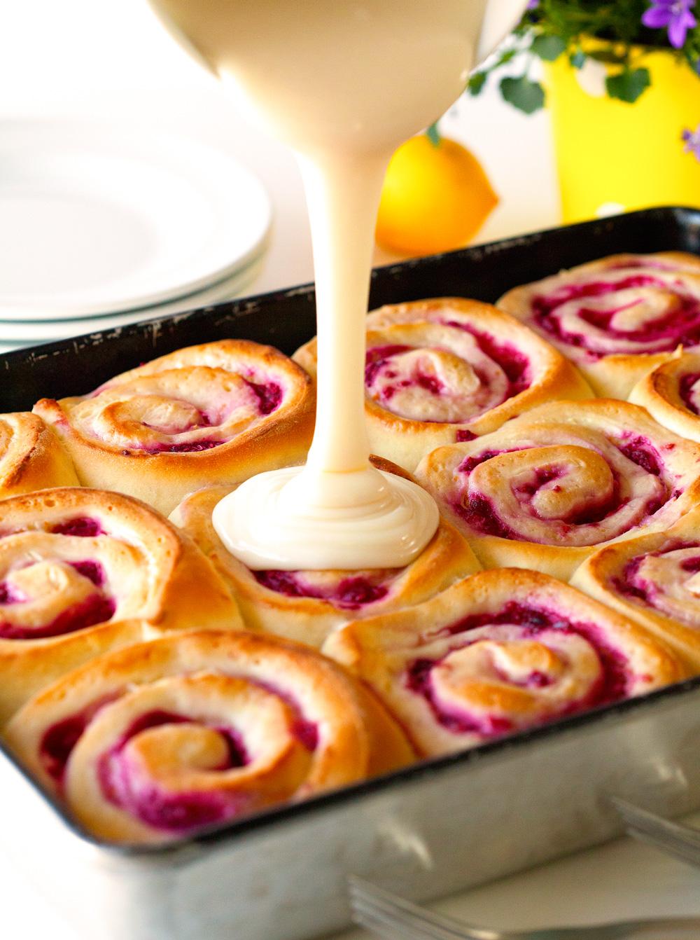 raspberry-sweet-rolls