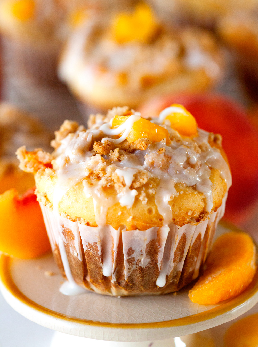 sweet-roll-peach-crumble-muffins