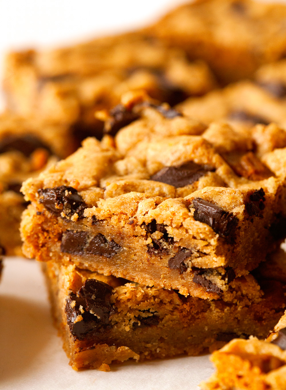 chocolate-chunk-cookie-butter-bars
