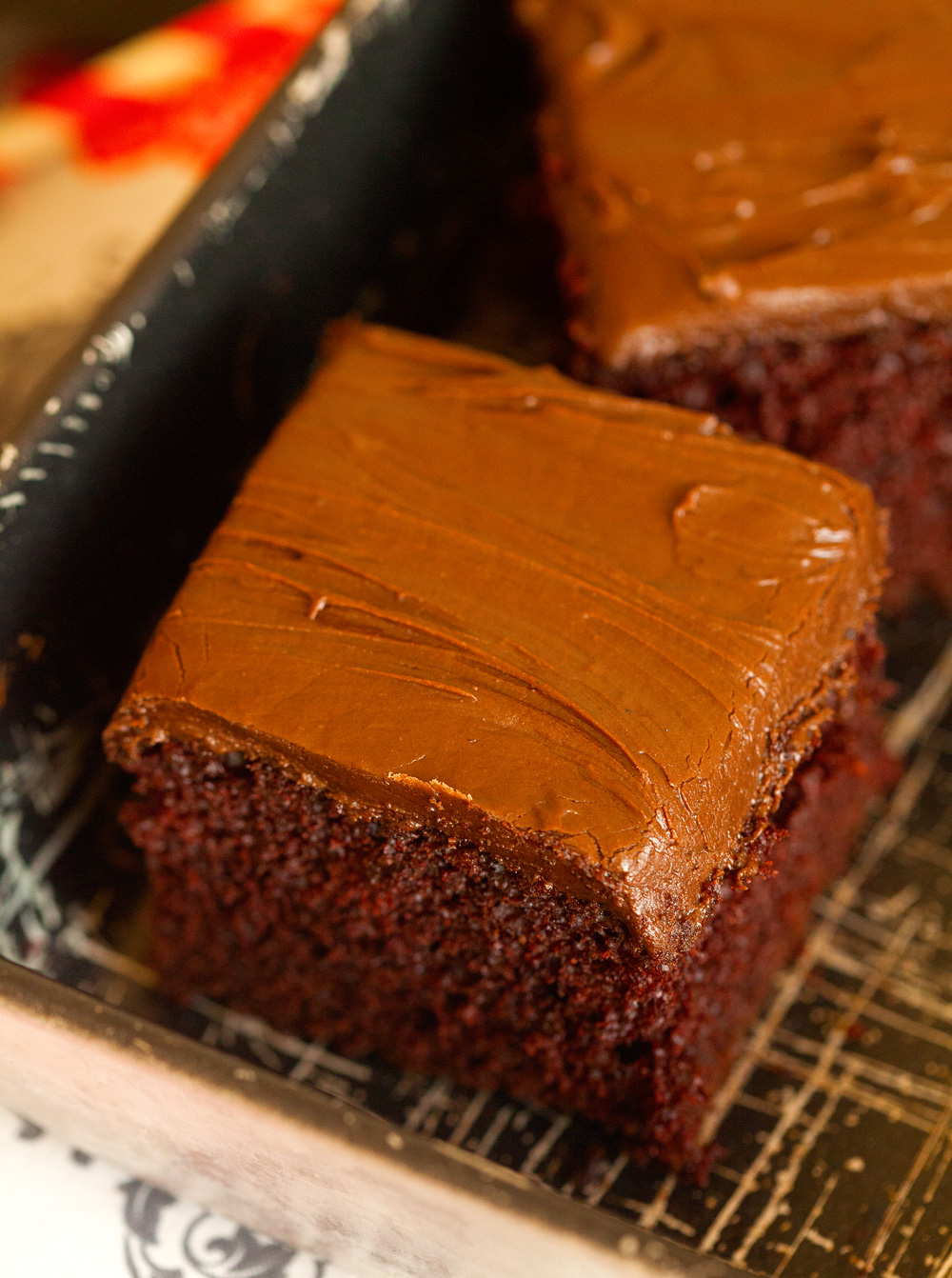 perfect-chocolate-cake-with-chocolate-cream-cheese-frosting