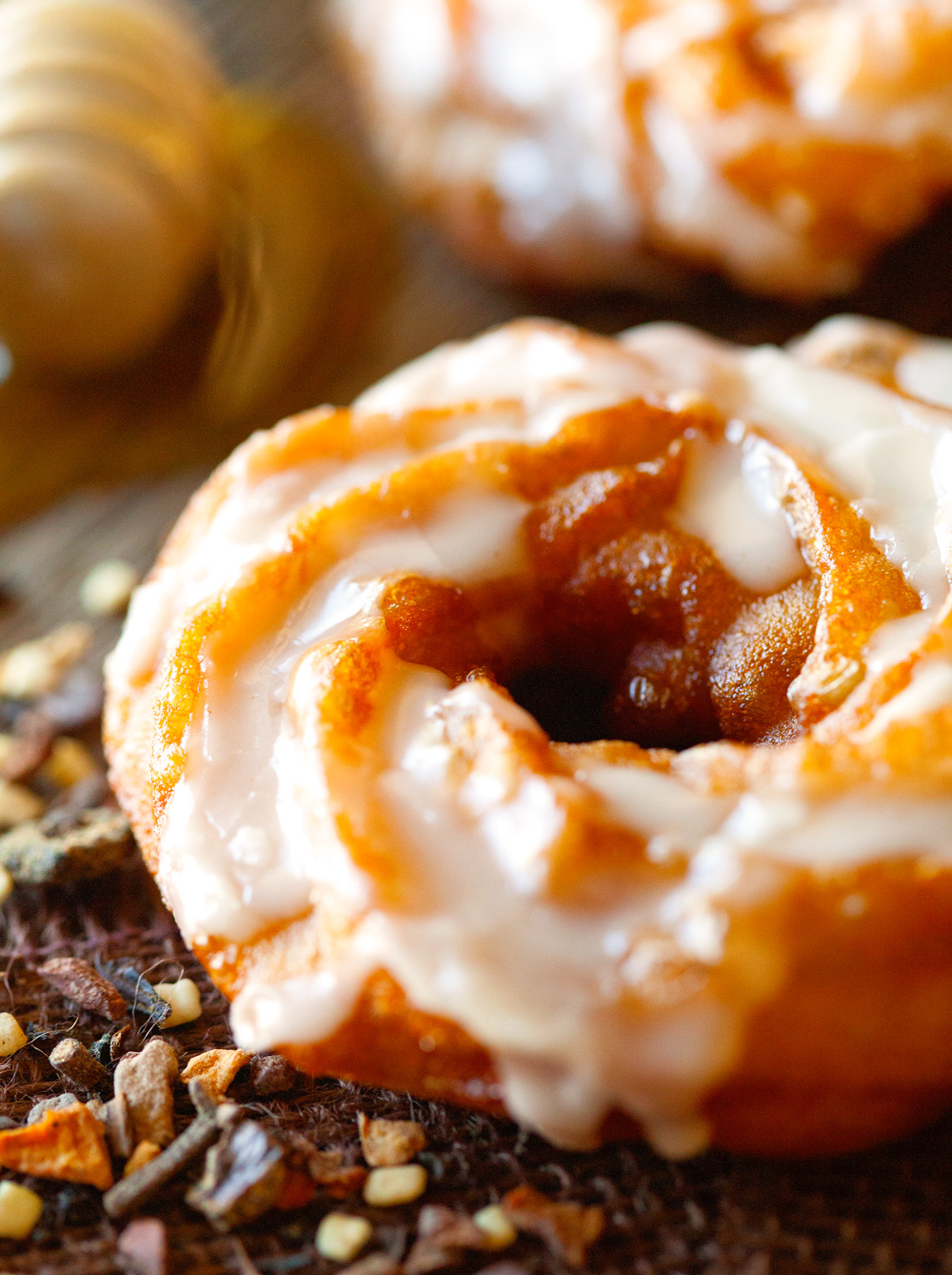 pumpkin-spice-brulee-crullers-with-a-drippy-honey-&-spice-glaze-5
