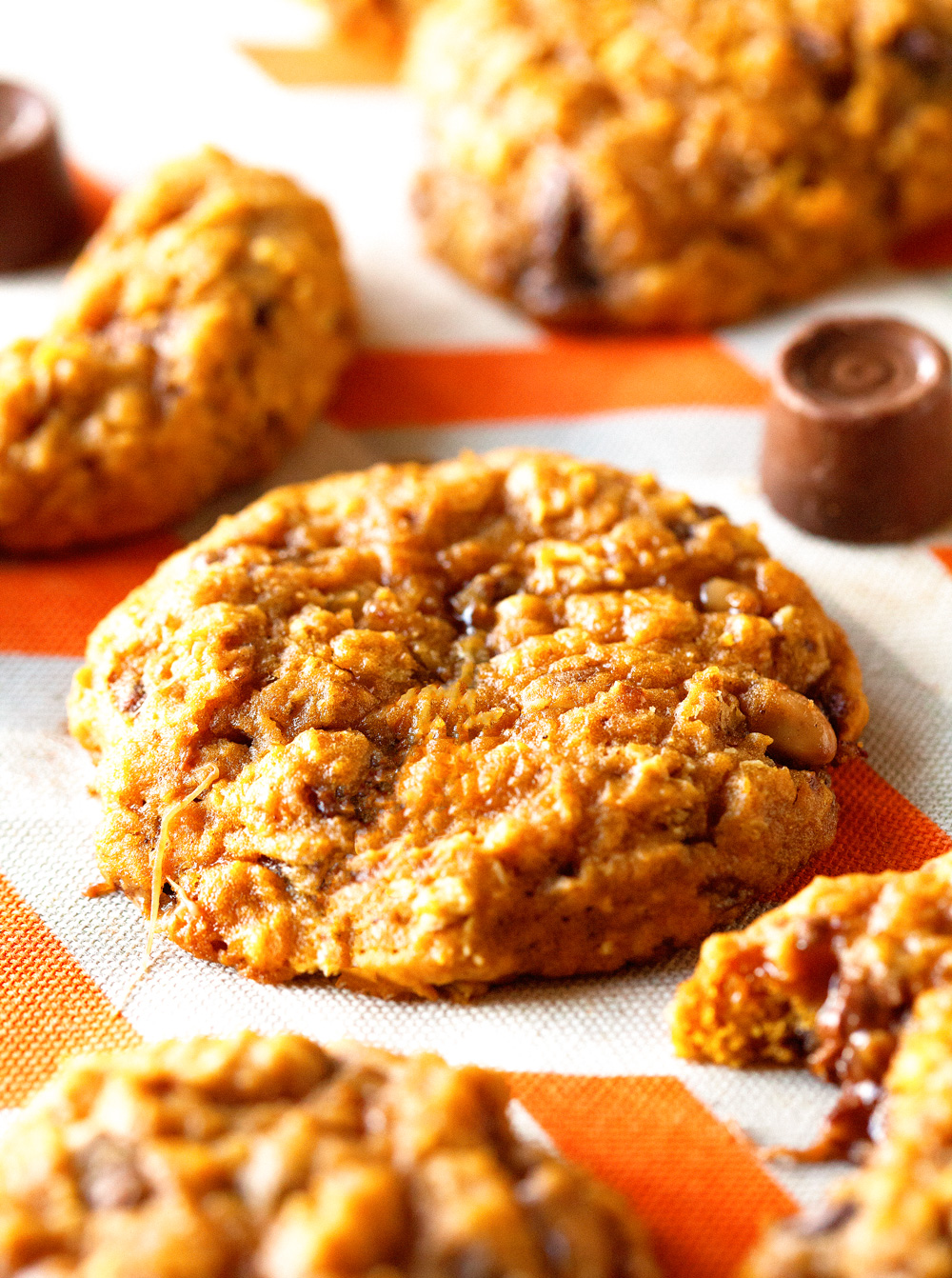 caramel-stuffed-oatmeal-pumpkin-cookies