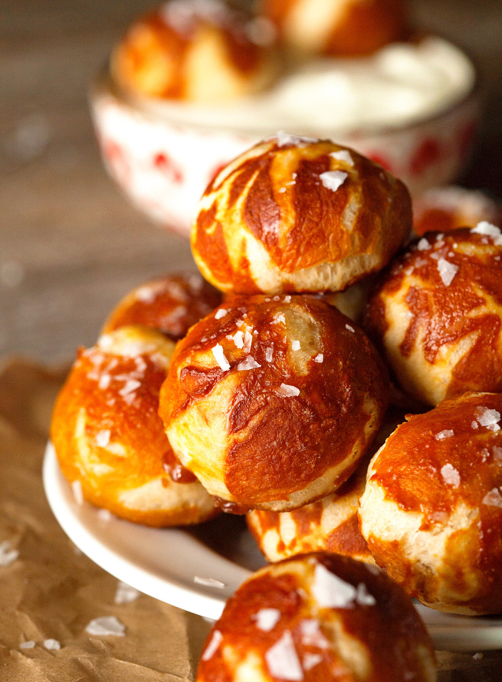 caramel-infused-pretzel-bites-with-cream-cheese-dipping-sauce