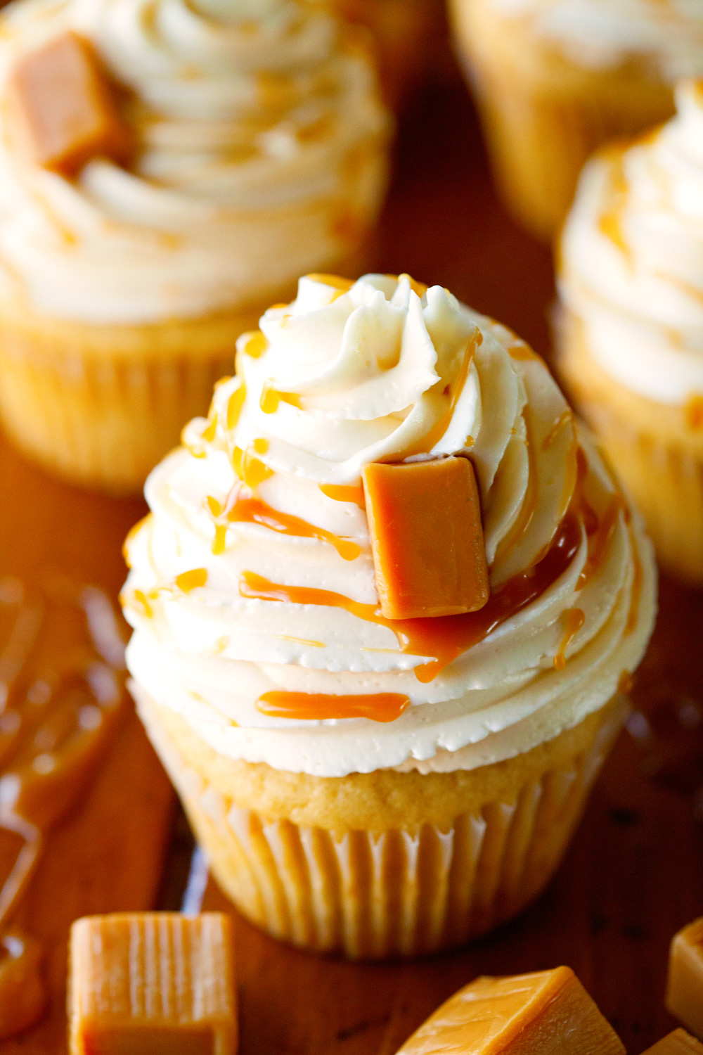 caramel cupcakes salted vanilla carmel cupcake recipe cake recipes moist filling cream chocolate buttercream filled cakes super swiss cup meringue